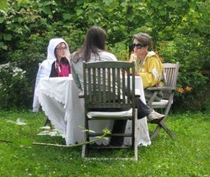 Na vrtu z Majo Martino Merljak in Tino Gorenjak